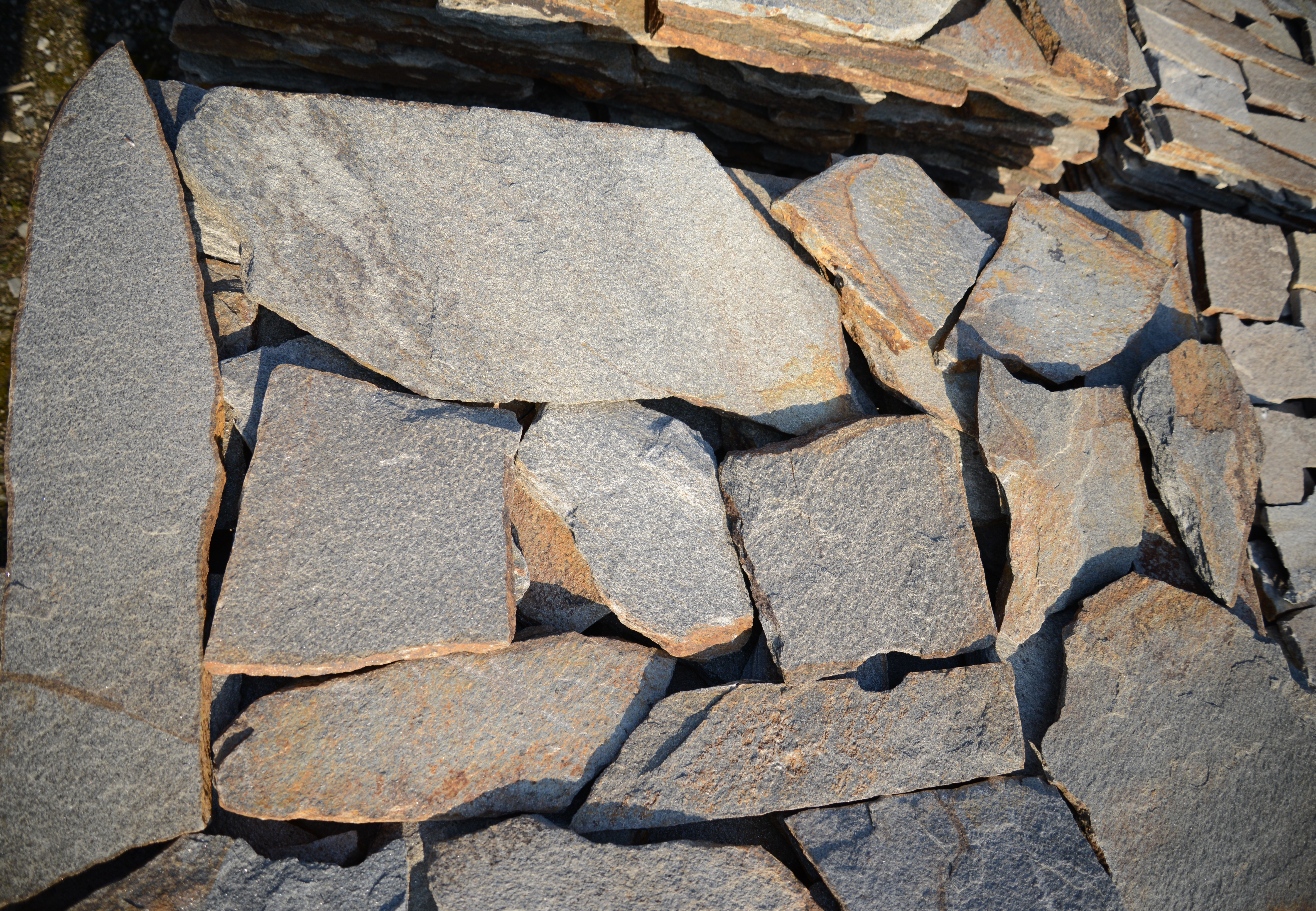 Polygonal plates Unformed Metallic - natural stone Gneiss
