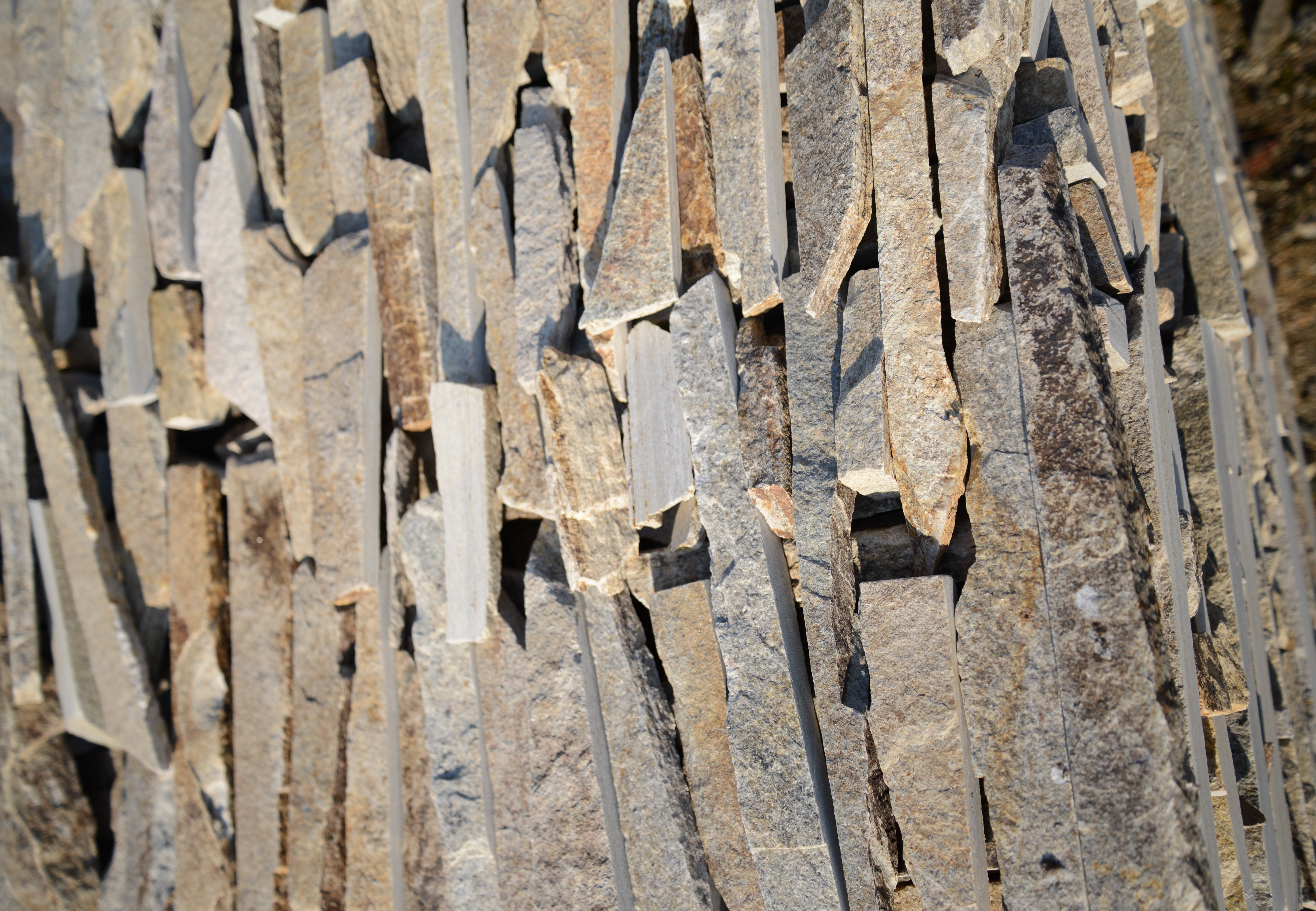 Cuttings Unformed Beige - natural stone Gneiss