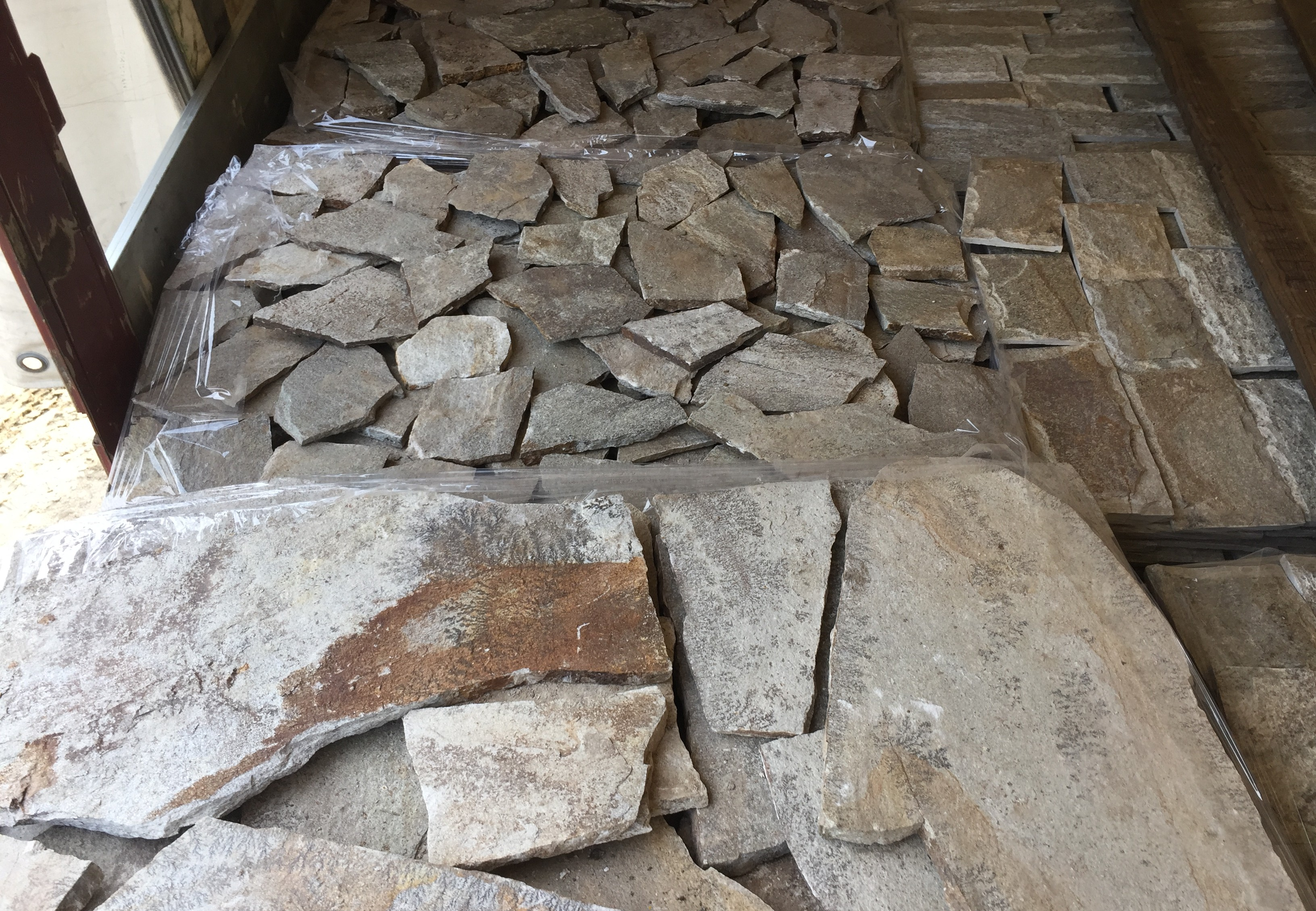 Facing Unformed Beige - natural stone Gneiss