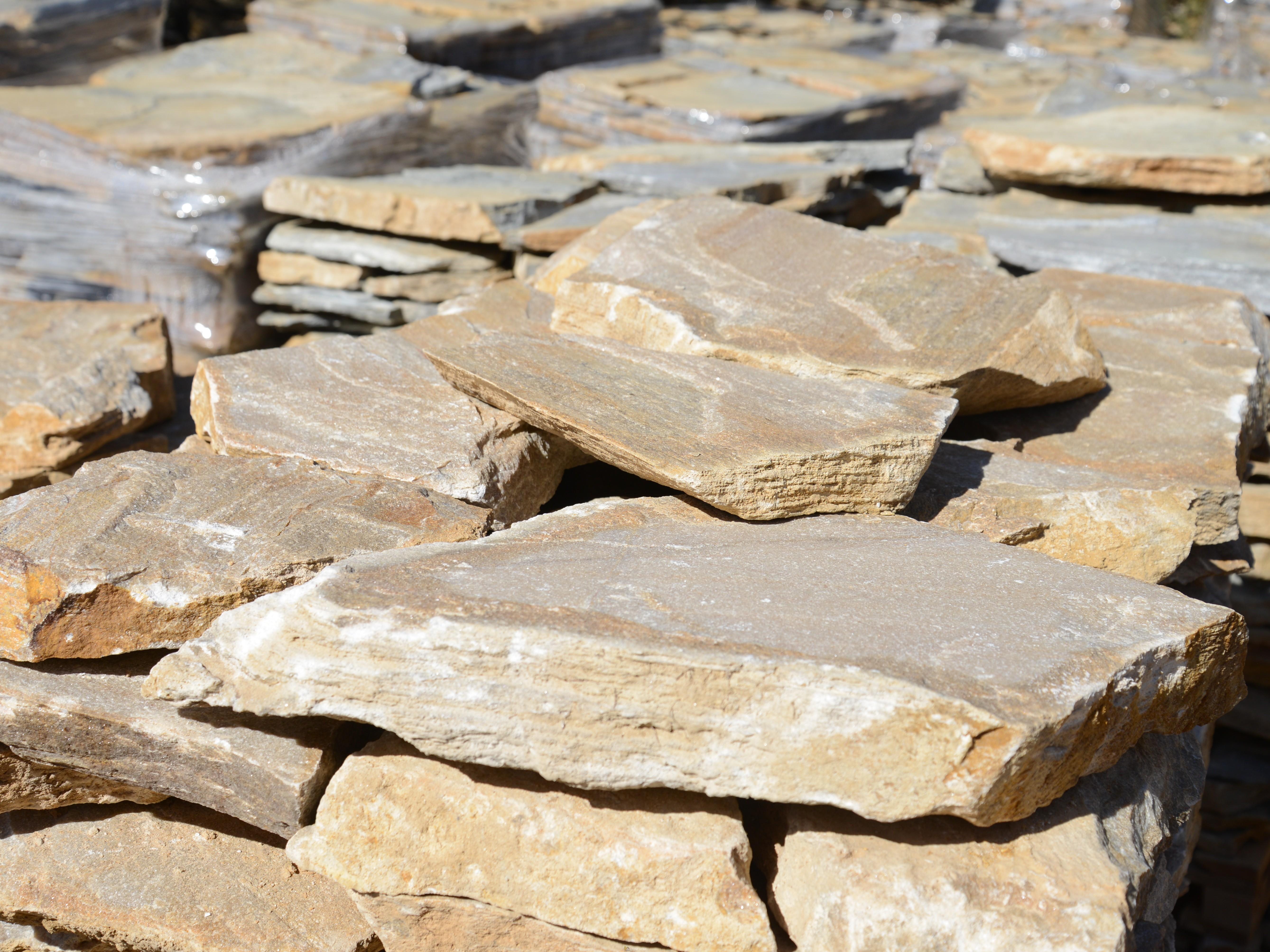 Настилка Неоформена Розова - естествен камък Гнайс