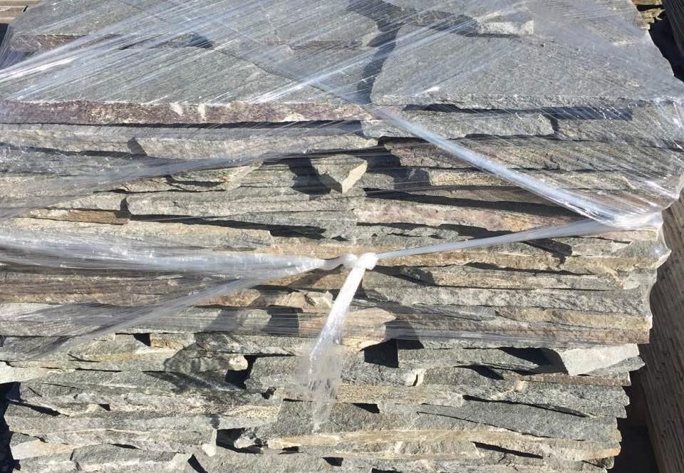 Многоъгълни плочи Кавала - естествен камък Гнайс
